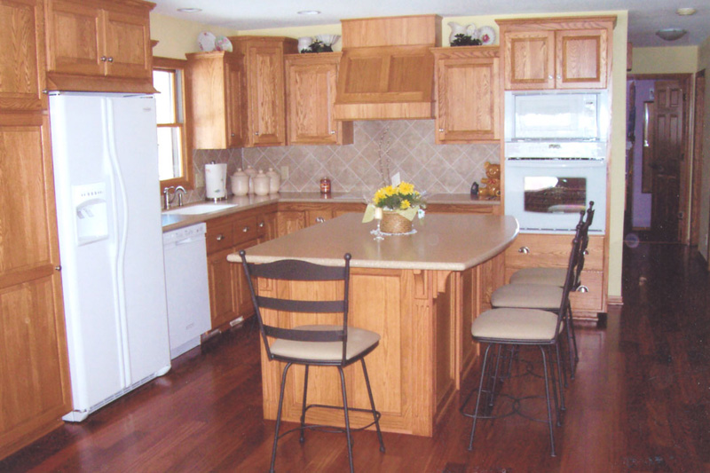 South eastern wisconsin kitchen remodeling for Custom made kitchen islands